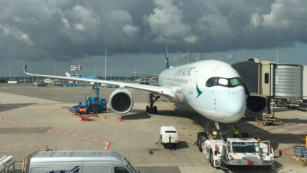 Cathay Pacific vliegtuig op vliegveld