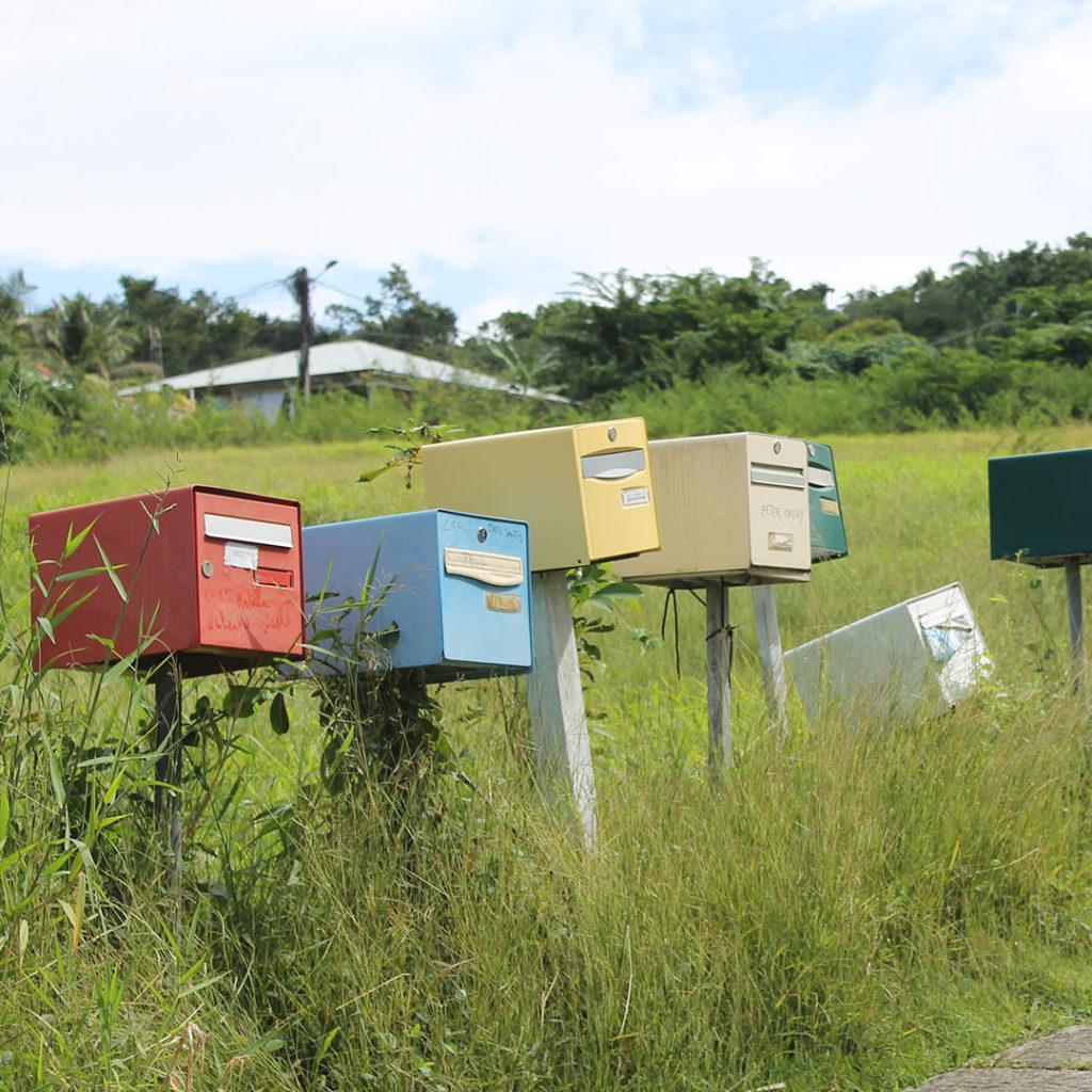 Gekleurde brievenbussen - Guadeloupe - Where to next