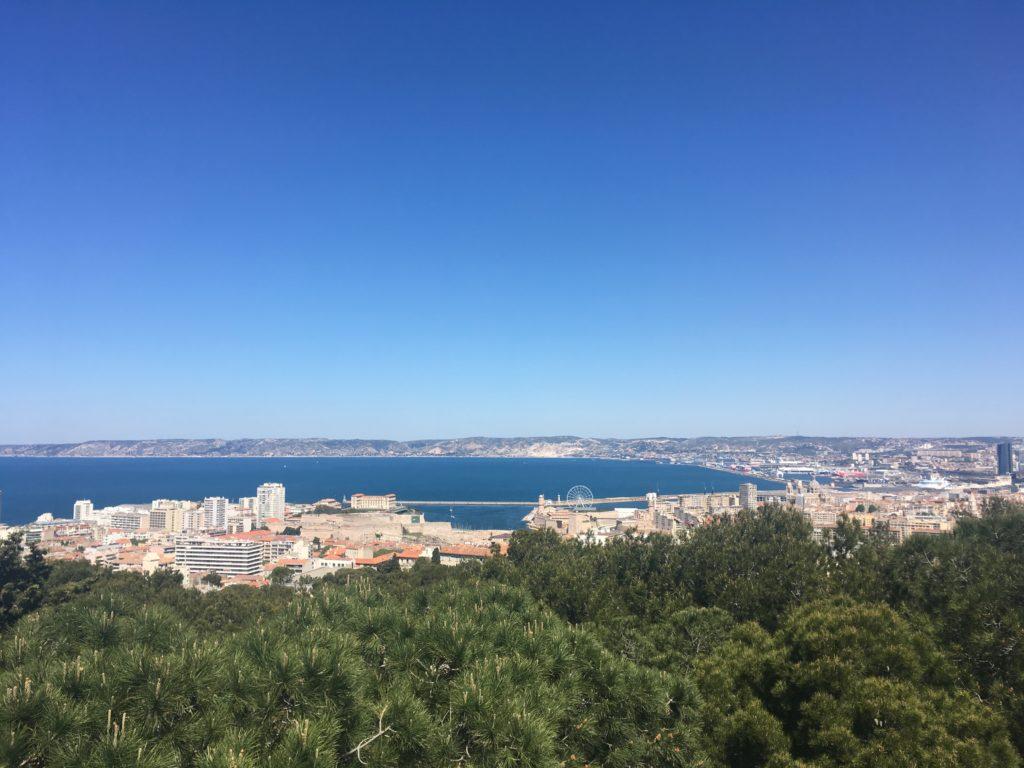 Uitzicht over de kustlijn van Marseille