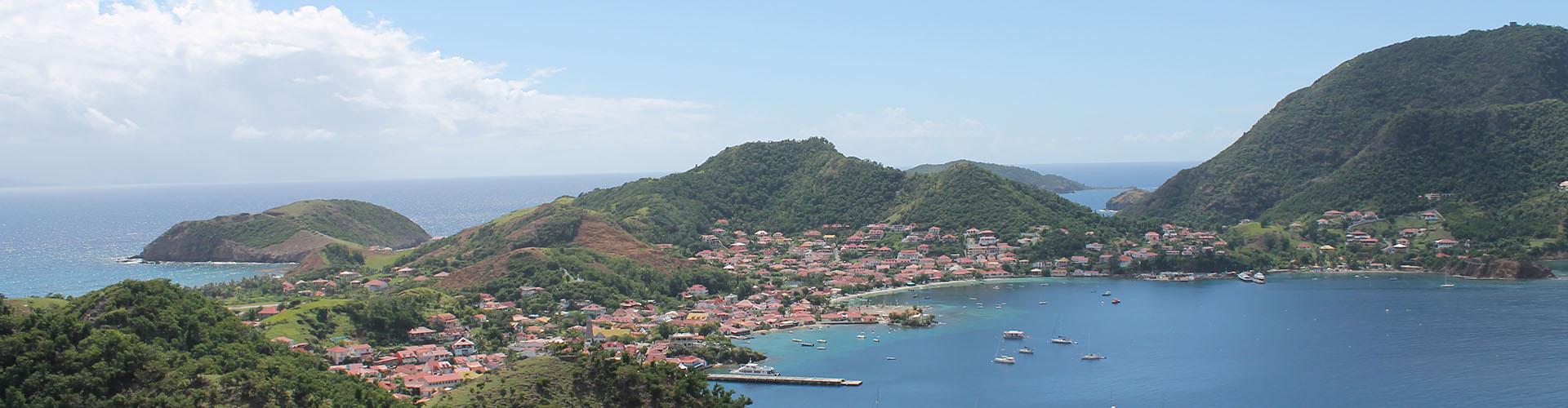 Uitzicht vanaf Fort Napoléon des Saintes op Terre de Haut - Guadeloupe - Where to next